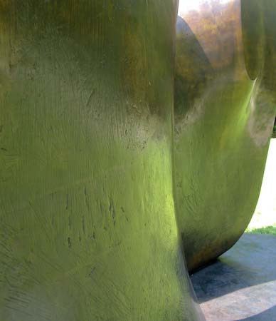 Henry Moore NYBG Knife Edge two piece detail